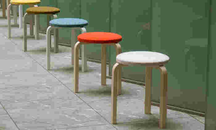 北欧インテリアメーカーとして有名な「Artek(アルテック)」のデザインは、シンプルで上品なものが多いのがポイントです。フィンランドの建築家、アルヴァ・アアルトが手掛けるシックでモダンな家具ともよく調和します。
