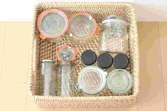 保存瓶など使用頻度の高い物を収納しておけば、必要な時にすぐに取り出せて便利ですよ。