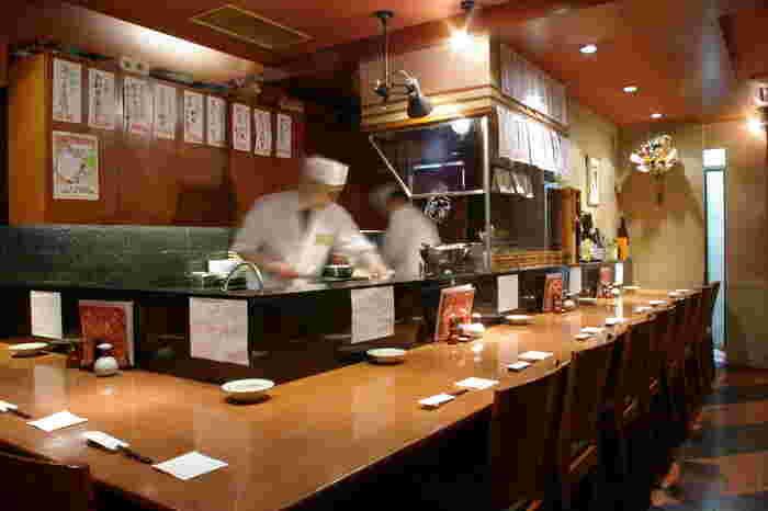 鮮度と天然物にこだわった魚料理店「むつ湊 渋谷本店」。特に近海でとれた天然の生本まぐろがリーズナブルに頂けるのが魅力です。