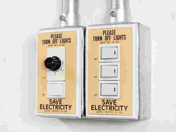 手軽にお部屋の雰囲気を変えられるスイッチプレート。東京・恵比寿を拠点とするインテリアショップ「PACIFIC FURNITURE SERVICE(パシフィックファニチャーサービス)」のアイテムです。ヴィンテージライクなデザインで雰囲気たっぷり。スイッチは、使い勝手の良い場所に設置されていて意外と目に付くので、着せ替えするだけでぐっとオシャレになりますよ。