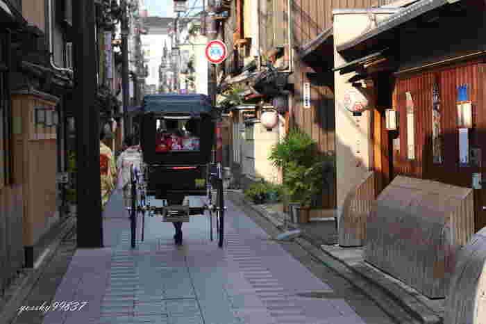 宮川町界隈は観光客も比較的少なく、通りを行き来する舞妓さんや芸妓さんの姿も京情緒たっぷりです。