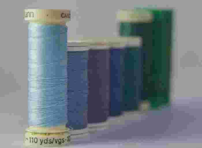 手縫いは手縫い用の糸を使用