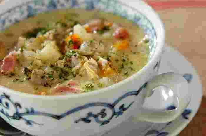 冬と言えば魚介が美味しい季節。たっぷり野菜とアサリが入ったクラムチャウダーはいかが?