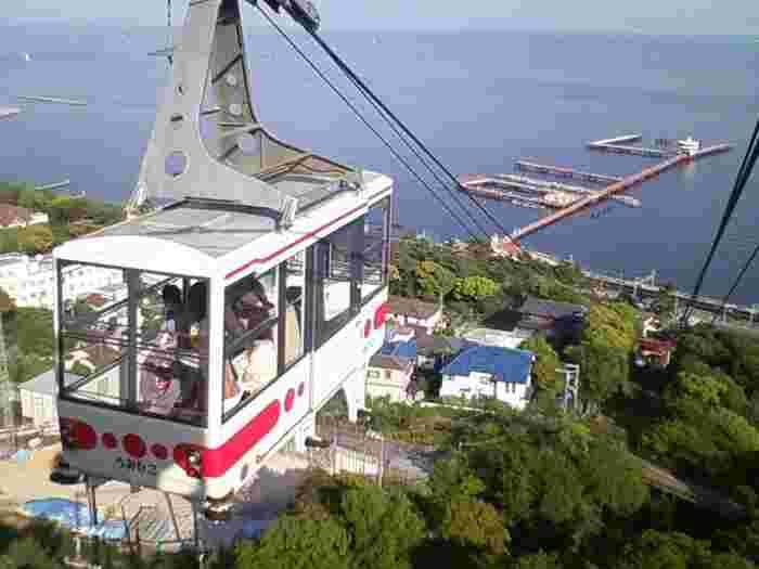 須磨山上遊園へはロープウェイで向かいます。須磨の海や六甲山の自然を眺めながらの空中散歩。