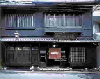 """「京都一の傳」本店は、町屋の風情が漂う""""西京漬け""""の専門店です。ランチやカフェ利用ができることはあまり知られていないため、穴場的。"""
