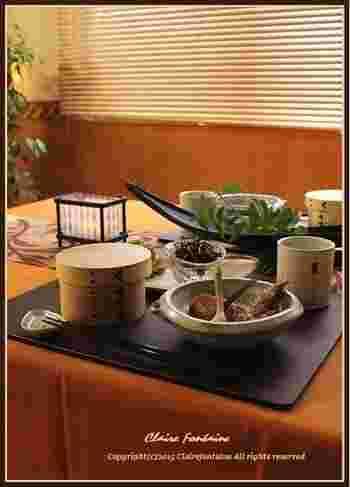 和テイストの器とグリーンで、七夕の雰囲気を演出♪  メニューは… ・ピリ辛キャベツ ・明太子ひじき  ・手羽先のにんにく醤油煮 ・蛸めし