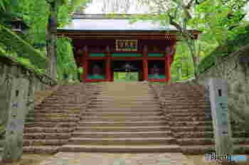 しばしば大河ドラマなどのロケ地としても使われる由緒正しい神社、「妙義神社(みょうぎじんじゃ)」。同じ群馬県の観光スポット「伊香保温泉」や、先ほどご紹介した「榛名神社」とあわせて訪れるのもおすすめ。