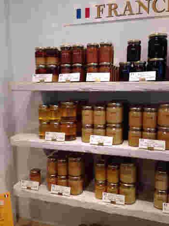 ラベイユのはちみつは大きく分けて7種類に分類できます。採れる花によって、味や香りや色に様々な個性があります。