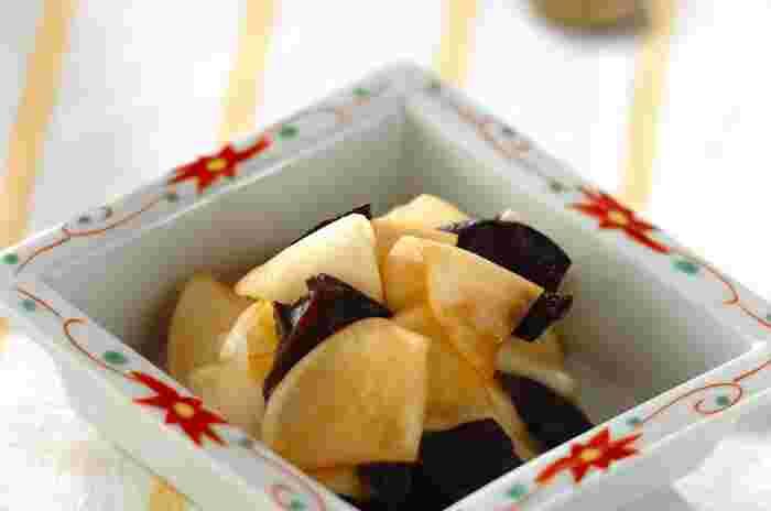 お漬物感覚で、白ごはんのおともとしても◎ アレンジの幅が限られるカブやキクラゲも、黒酢和えにすれば、手軽に取り入れられます。 食材と調味料を混ぜ合わせるだけなのに、お料理上手に見えるのもメリット。黒酢を使えば、普通のお酢よりまろやかに仕上がります。