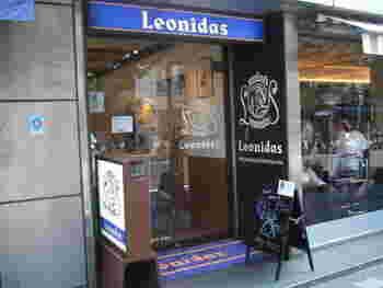 ベルギーで最も親しまれているという、ベルギー王室御用達「レオニダス」の伝統のチョコレートはいかがでしょう。  吉祥寺駅からすぐのところに「レオニダス吉祥寺店」があり、量り売りでチョコレートを買うことができますよ。