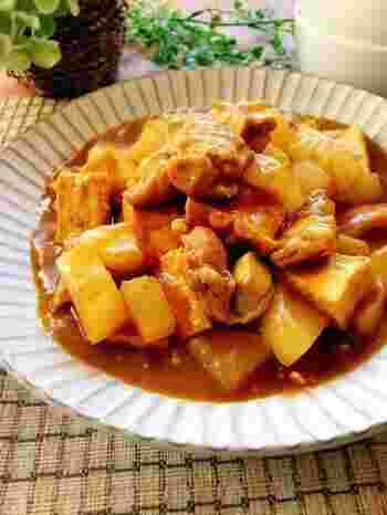めんつゆとカレールウはとても相性がよく、お蕎麦屋さんのカレーのような味わいに。お肉や大根にだしのきいたカレー味がしみて、おかわりしたくなるおいしさです。