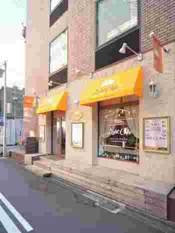 「大名古屋ビルヂング」のすぐそばにある「ライトカフェ 名駅店」です。ふわふわのパンケーキが人気のお店です。