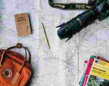 旅の計画から旅先の思い出までをまとめたジャーナルノート。保管場所に悩むショップカードやパンフレットなども貼り付ければ、手軽に読み返せる記録になります。
