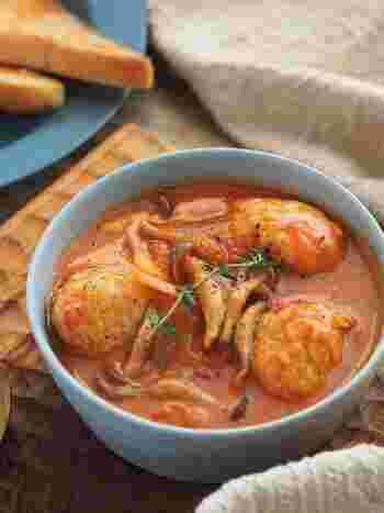 鶏団子をトマト缶で煮込み、チーズを溶かしたコクのある一品。ボリューミーなので夕飯にしても大満足。残ったスープはフォカッチャにつけて召し上がれ。