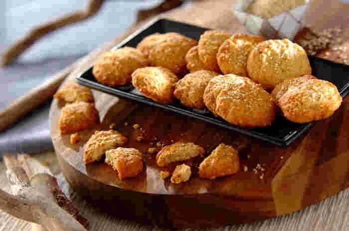 プチプチとした食感が特徴のキヌアは、お菓子作りにも大活躍。クッキーにすれば、その食感を存分に楽しむことができますよ。乾燥キヌアをそのまま使わず、一度炒ることでより香ばしさアップ!