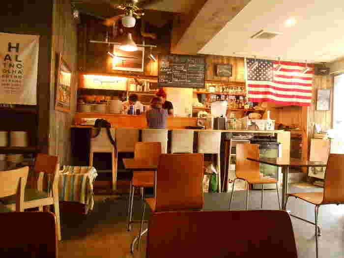 店内はアメリカンダイナーのような空間。のんびりしたくなる雰囲気です。
