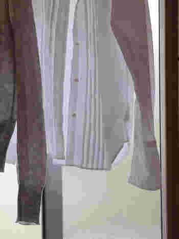付け置きした後は、このとおり!全体的に黄ばみが出ていた白いブラウスも驚くほど真っ白に…。 白シャツなどは襟ぐりや袖ぐりに黄ばみが気になることが多いですが、こんなに簡単に真っ白に出来るなら、お気に入りのシャツもより長く大切に着て行けそうですね♪