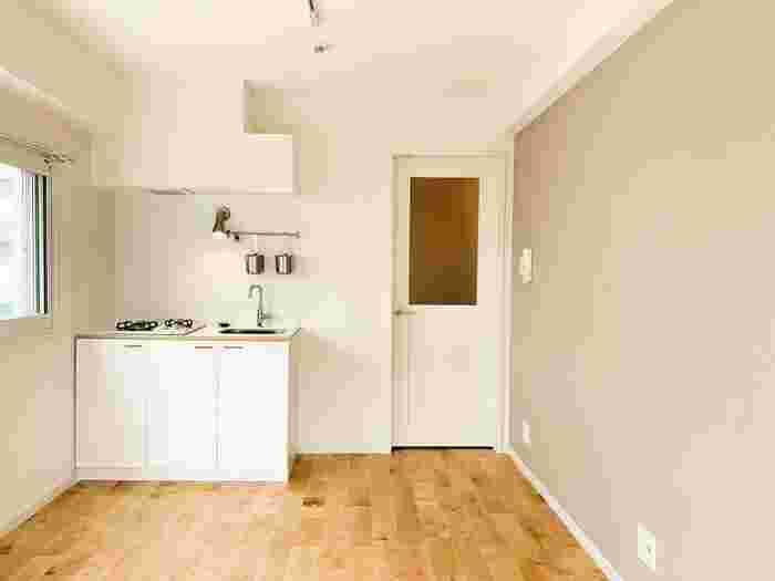 """""""狭い""""というイメージのワンルームも、視点を変えると魅力がたくさんあるんです。例えば、「家賃や電気代などが節約できる」、「お掃除が楽」、「必要なものが集まっているから動線がスムーズ」、「必要なものを厳選できる」など。こうした良さを活かしつつ、自分らしい部屋を作っていきたいですね。"""