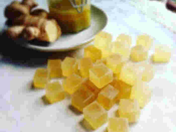 ジンジャーシロップ入りの琥珀糖は美しい黄金色。大人の味わいに、甘いものが苦手という方にもおすすめです。