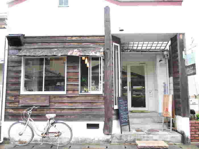 銀閣寺近くの哲学の道から少し入った静かな場所にある「Cacao ∞ Magic(カカオマジック)」。日本初のローチョコレートカフェとして注目されています。