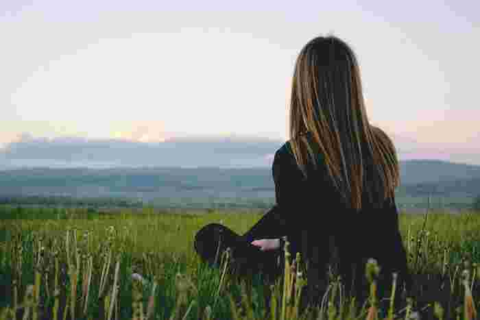 人生は色々な出来事が起こります。悩んだ時や迷った時は無理に突き進もうとしないで、立ち止まってみてください。  「幸せに生きる女性達」は、そういう時こそ「本当はどうしたいのか、どうすれば後で後悔しないのか、どうしてこうなったのか」など、じっくりと自分と向き合う時間を持ちます。そして自分の中から答えを導き出します。