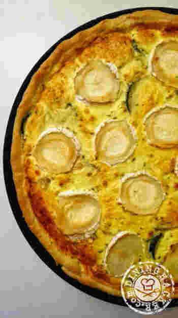 フランスで人気のズッキーニとシェーブルチーズのタルトをご家庭で♪クセの少ないズッキーニは、強い風味のシェーブルチーズと相性抜群。シンプルな味わいで、ランチや朝食にもぴったりです。