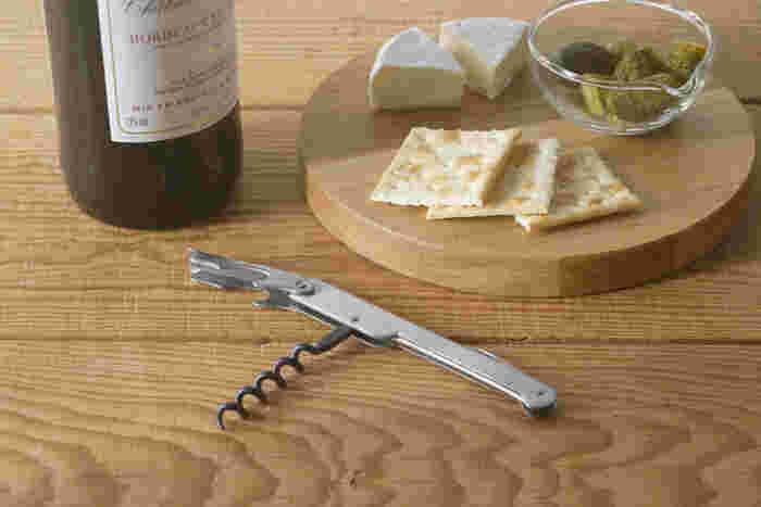 ナイフやスクリューが備わったフランス・デュルックのソムリエナイフ。手にした瞬間にその違いを実感すると言われる人気のソムリエナイフは、ワイン好きの方に必見です。