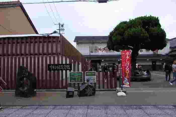 最後に、「妖怪の町」として町おこしを行っている、境港市へ。そう、境港は「ゲゲゲの鬼太郎」の作者・水木しげるの故郷なんですよ。ぜひ訪れてほしいのが、水木しげる記念館もある、「水木しげるロード」です。JR境港駅から妖怪チックなストリートが約800m続く、とっておきの商店街です。