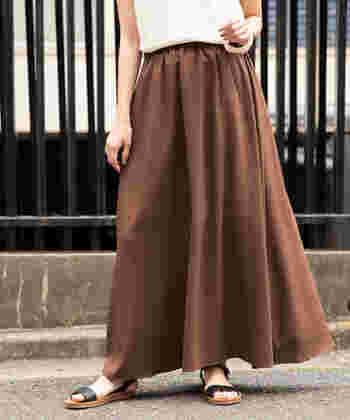 一足で涼しげに* この夏「フラットサンダル」×スカートで抜け感コーデを楽しもう