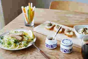 野菜、肉、魚などこだわりの素材を使って作られた味わいのソースは、オムレツやパスタなど、いつもの料理をワインにもよく合うフレンチへと変身させます。