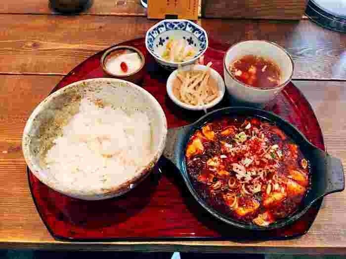 「かかん」の一番人気メニューがこちらの「麻婆豆腐」です。花山椒が効いた麻婆豆腐は痺れる美味しさです。そして豆腐が柔らかい!寒い今の時期はもちろんのこと、暑い時期にもおすすめの麻婆豆腐は、是非食べていただきたい鎌倉グルメのひとつです。