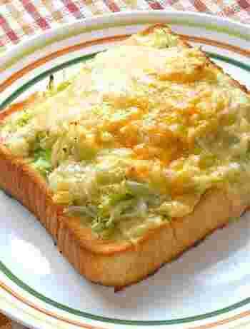 みなさんのおうちには中途半端に残ったキャベツはありませんか?そんな時におすすめな、たっぷりキャベツとしらすの和風トースト。和風味がさっぱりヘルシー!お野菜もたっぷりと摂れるので、朝食にもぴったりです。