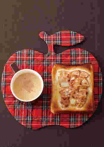 薄く切ったリンゴにバター。そこにナツメグをふりかけてトースターに入れたら完成のアップルトースト。とろけたバターを吸い込んだリンゴの食感がクセになる美味しさ。いつもお料理で裏方に徹してくれているナツメグが、いいお仕事をしてくれています。