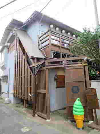 日本の食と文化をテーマにした3つの店舗が集う複合施設・裏参道ガーデン。古民家をリノベーションして建てられています。初見では通り過ぎてしまいそうな、隠れ家的スポットです。
