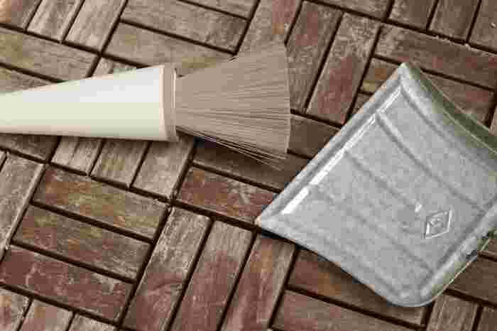 ベランダ掃除に必要な道具や洗剤を先に用意しておくとスムーズに進められます。以下のものを用意しておきましょう。