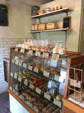 さまざまな天然酵母をパンによって使い分けるのが「M-size」(エムサイズ)のこだわりのひとつ。個性的なパンも多いので、どれにしようか迷ってしまったときはぜひ店員さんにご相談を。優しく丁寧にパンの説明をしてくれますよ♪