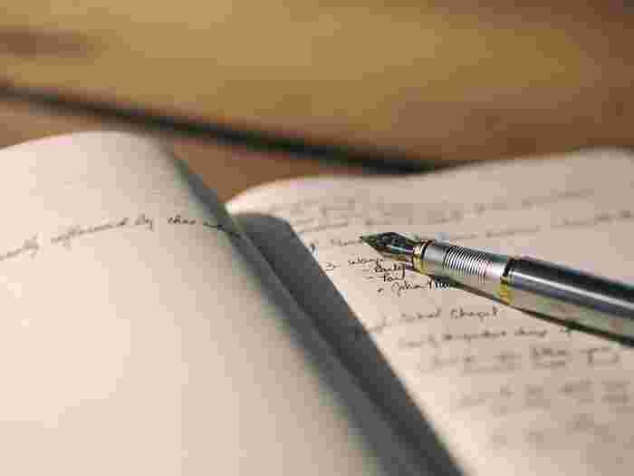 なにかを「書く」という行為は頭の中を整理したり、心のもやもやを取り払ったりと良い効果がたくさん!自分の心の中を思いのまま、綴ることができる日記はとくにおすすめ。その日にあったことや心配に思っていることなど、心に留まっていることを書いてみましょう。