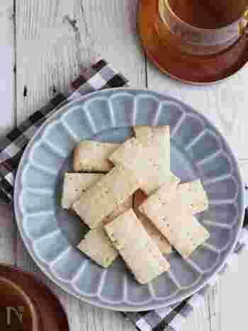 バター・卵不使用なので、乳・卵アレルギーの方にもおすすめ。サクサクとココナッツの食感が楽しい、ヘルシークッキーです。