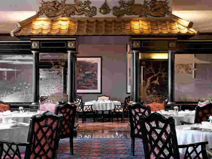 黒とゴールドを基調とした店内はさすがの高級感。家族での会食や記念日など、大切なイベント時にも最適です。