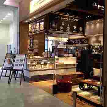 みなとみらい直結で、アクセスも抜群。そしてショップの充実度も相まって、根強い人気の商業施設「MARK IS(マークイズ)」。その中の「J.S.PANCAKE CAFE(ジェイエスパンケーキカフェ)」は、お茶だけではなくお食事もおすすめです。