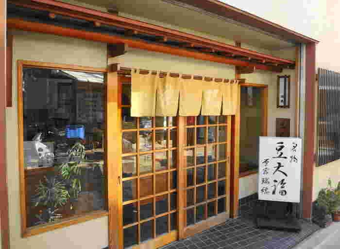 「瑞穂(みずほ)」は、明治神宮近くにある和菓子屋。このお店の豆大福は、正午になると売り切れるほど人気です。