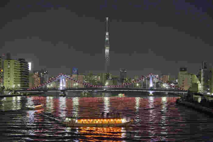 「舟遊び」…なんて魅惑的な言葉でしょう♪「屋形船」の風情は、日本人の郷愁を誘う大人の贅沢。夜のディナーだけでなくランチクルーズもあるので、家族で乗船しても楽しそう。