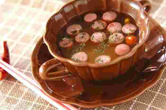 押し麦のぷちぷち食感と、ジューシーなソーセージがマッチした、食べ応え満点のスープです。