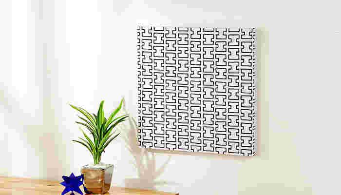 モダンスタイルのお部屋なら、artek(アルテック)のファブリックもおすすめ。 幾何学的な模様の中に、手書きならではの柔らかい雰囲気があるのが特徴的。クールになりすぎない魅力が目を引きます。