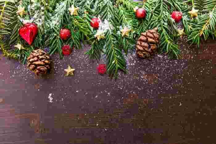いかがでしたか? グリーンをシンプルにあしらったり、リネンを使ったり。そんな、さりげないのにちょっぴり華やかな、ナチュラル・クリスマスデコレーションなら、聖なる夜をいつもより穏やかな気分で迎えられそうです。記事を参考に、ぜひいろいろ楽しんでみてください♪