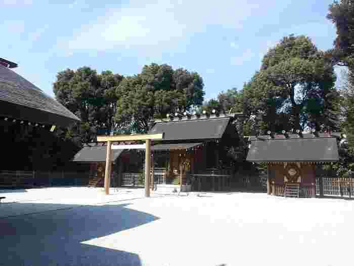 伊勢神宮勧請としては都内最大級とされており、平成28年に大改修を行ったことから大変綺麗です。阿佐ヶ谷神明宮には天照大御神(アマテラスオオミカミ) が祀られています。