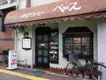 柳橋連合市場の近くにある「ベニス」は、懐かしい昭和を感じさせる老舗喫茶。マスターが淹れるコーヒーが人気の地元の人々長年愛され続けているお店です。