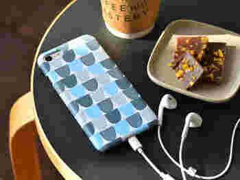 充電器にスマホケース。生活の必需品【スマートフォン】周りの便利グッズ