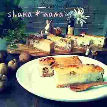 バナナと相性の良いクルミをたっぷりと使ったチーズケーキ。クルミはキャラメリゼしてから入れると、さらにおいしさアップ♪みんなに自慢したくなるようなチーズケーキです。