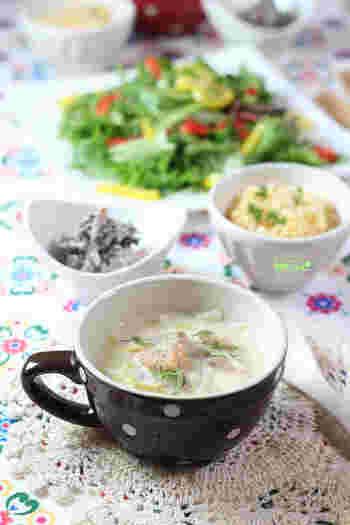 シチューといえば洋食ですが、こちらは味付けはほぼ醤油麹のみのちょっぴり和風テイスト。具材は旬の鮭・白菜・キノコで秋を満喫♪醤油麹のコクと素材の旨味が活きています。